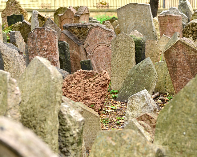 Multitud de tumbas en el cementerio judío de la ciudad de Praga