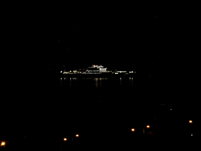 Schip voor anker kust Kijkduin