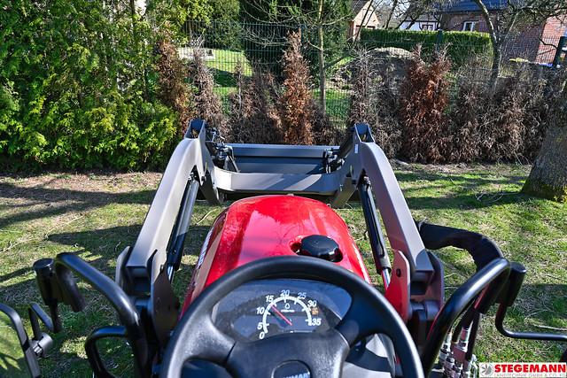 Gartenarbeiten mit dem Yanmar SA424V-R