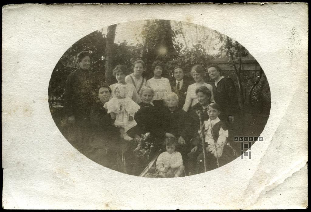 ArchivTappen23AAl2h258 Französische Familie, Familientreffen, Frankreich, 1920-1930er