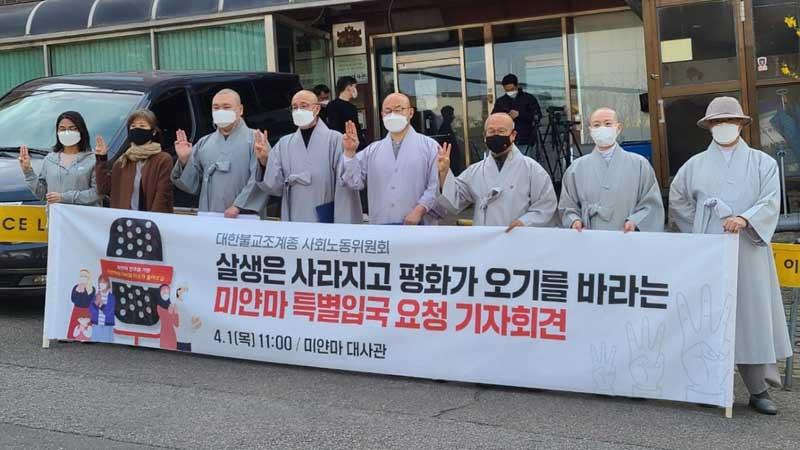 Tiga Bhiksu Korea Meminta Izin Masuk Khusus ke Myanmar