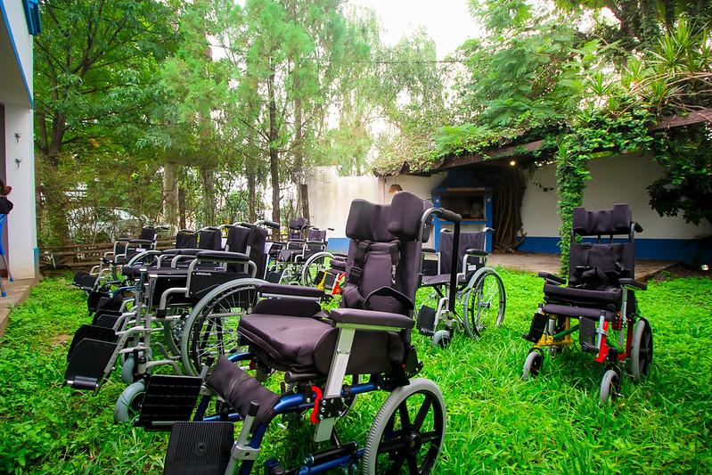 Entrega de sillas de rueda y elementos ortopédicos CILSA en Casa León | MAR 2021