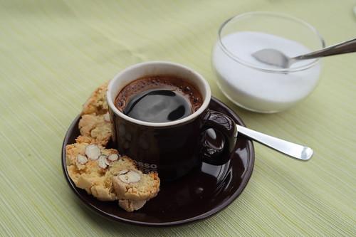 Espresso mit Cantuccini als Nachtisch