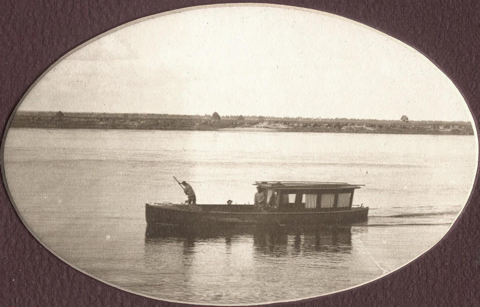 Моторный катер «Мана» на промерах реки Зеи