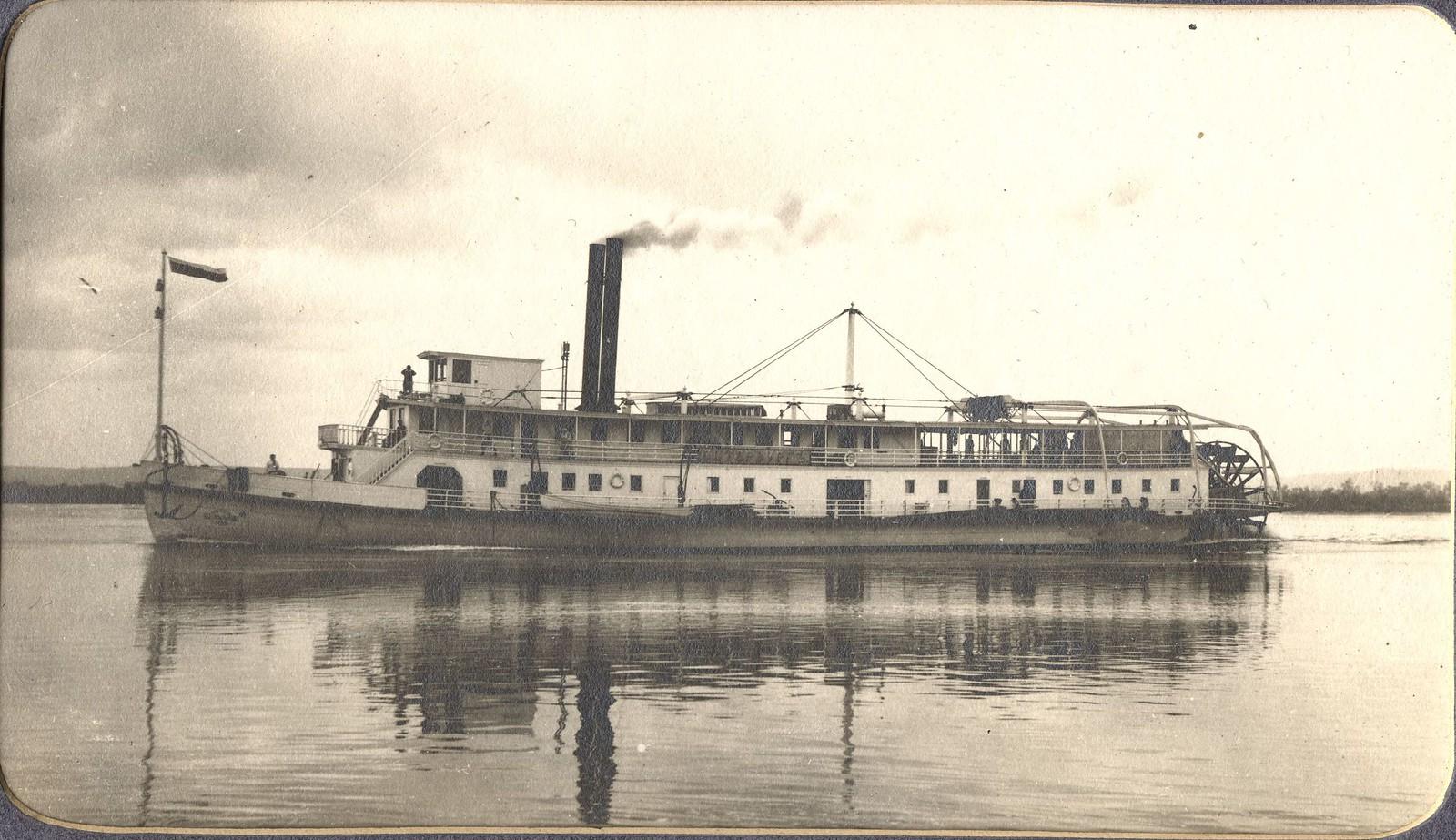 Вид парохода «Петербург» на реке Зее.