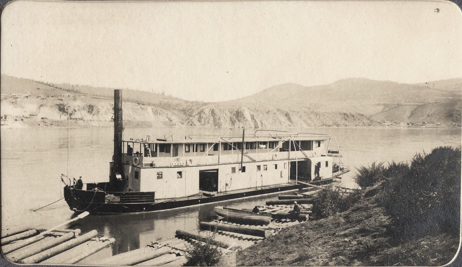 Пароход «Ханка» у пристани на реке Зее.