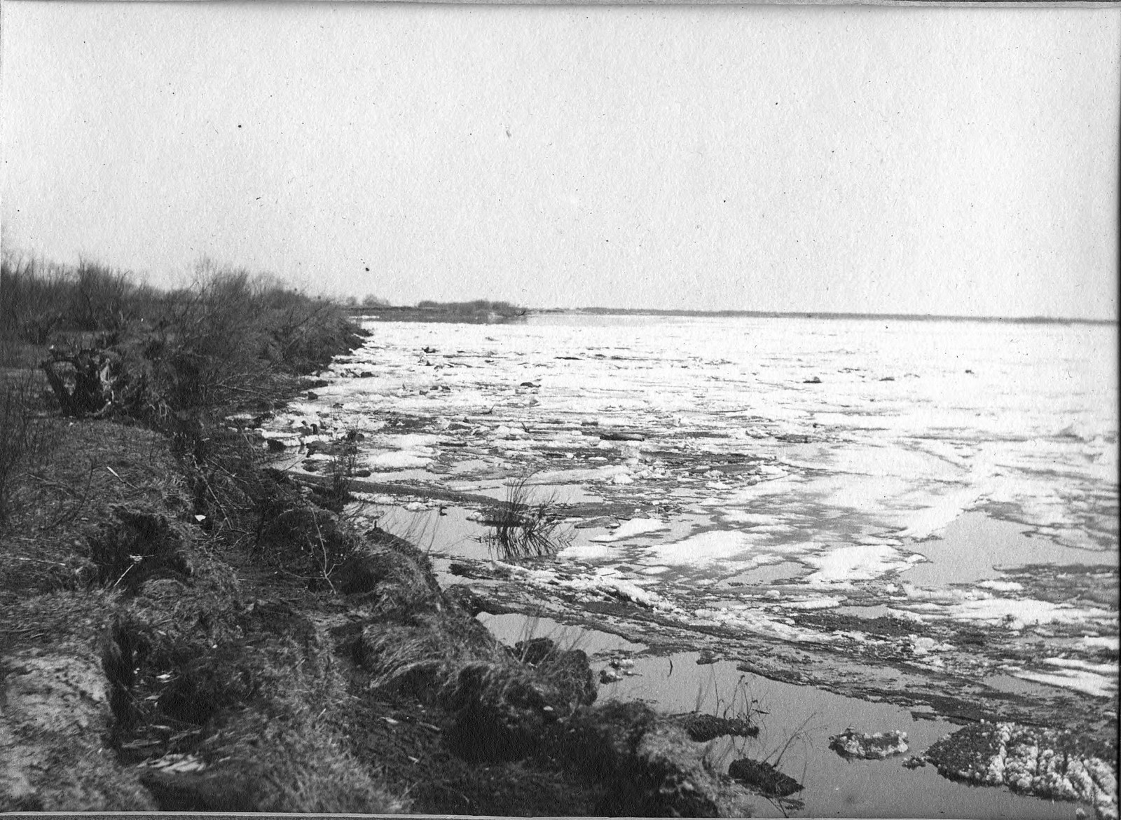 Ледоход на реке Зее близ деревни Астрахановка