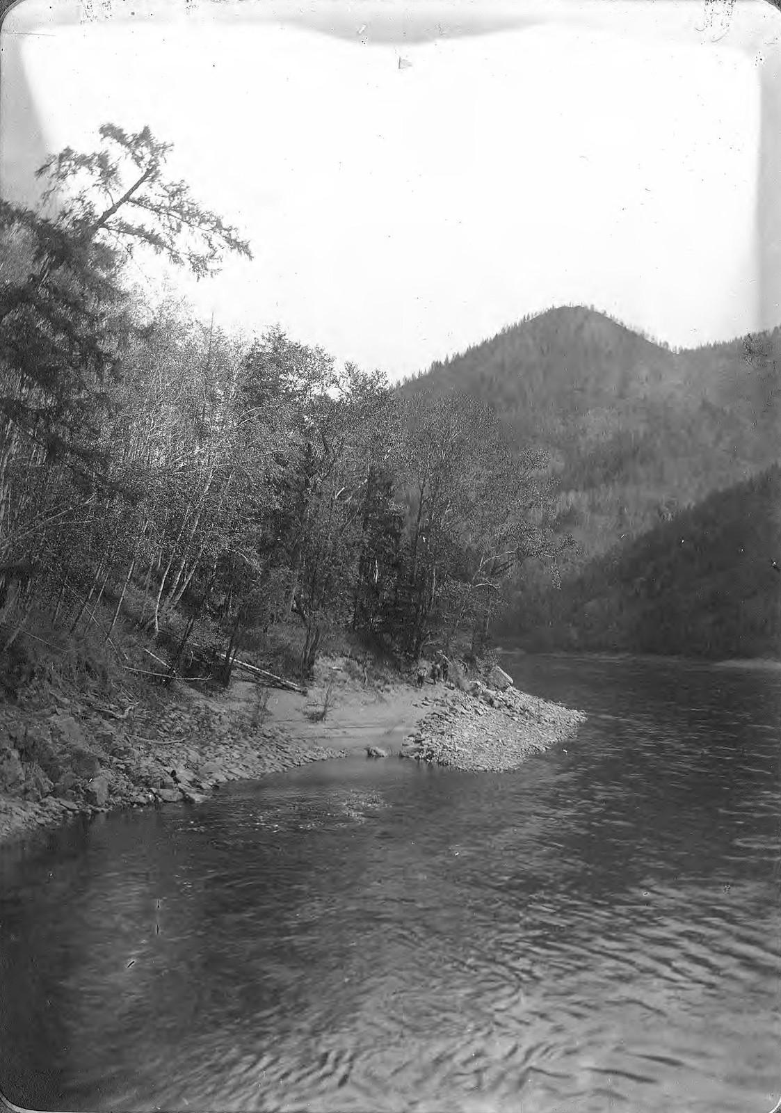 Вид переката «Варнак» на реке Зее.