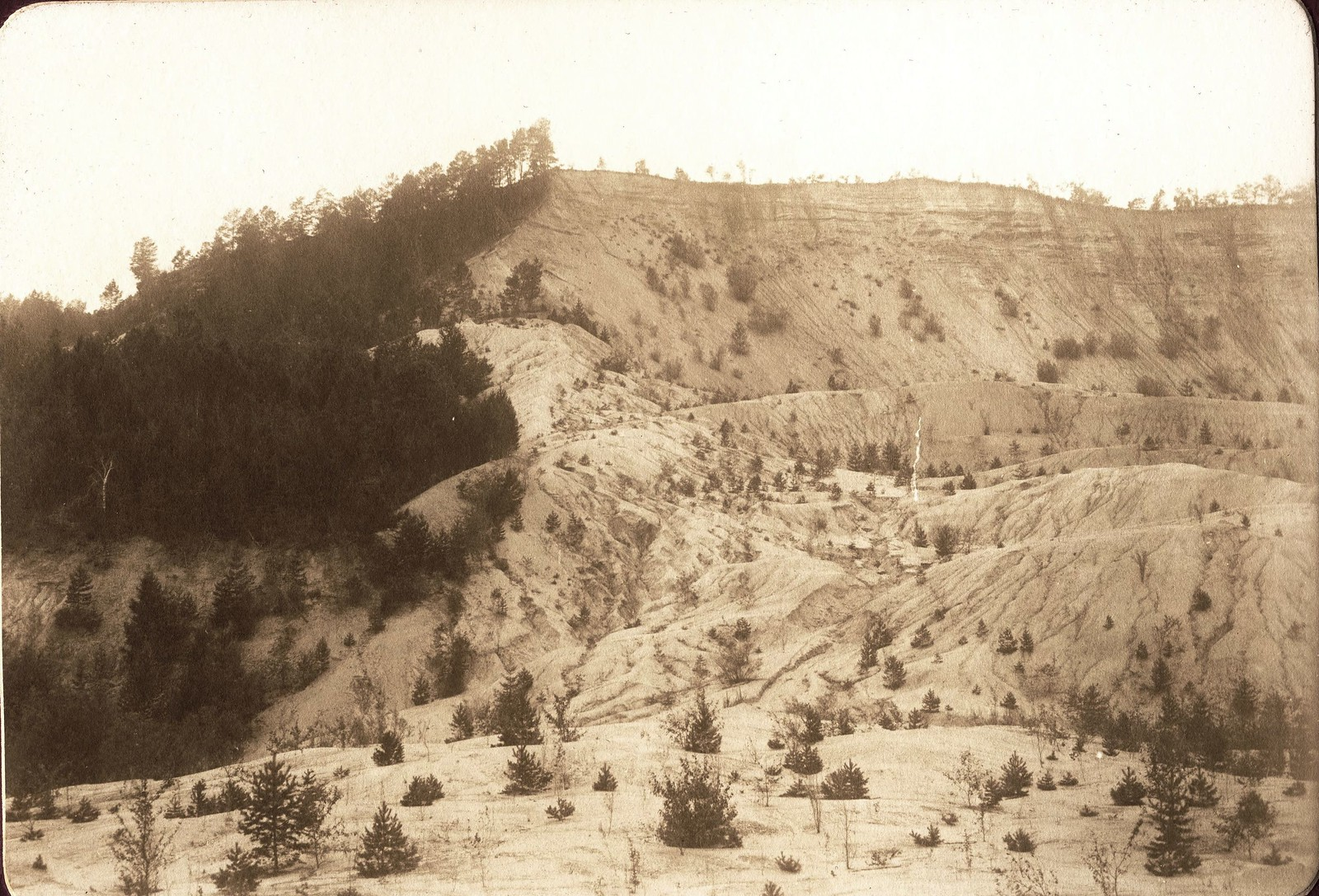 Вид обрывистого песчаного берега реки Зеи ниже деревни Ново-Сретенки