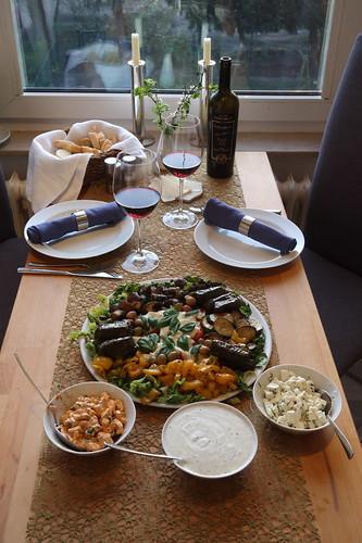 Mediterrane Leckereien bzw. Antipasti mit Baguette (genug als Abendessen)