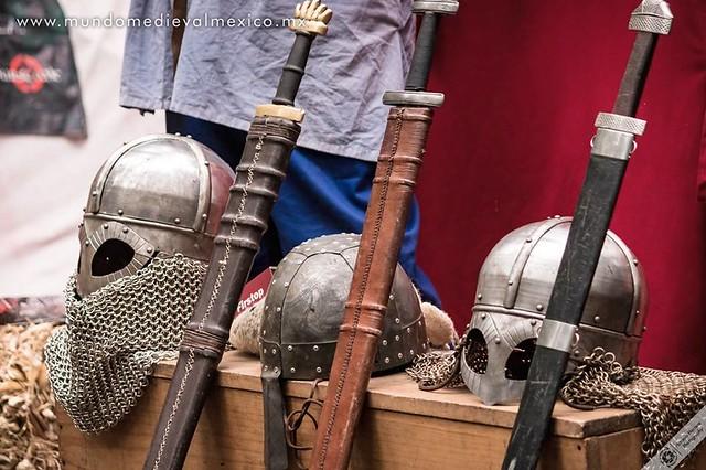 2018 Espadas y yelmos de algunos vikingos de Ormbitur