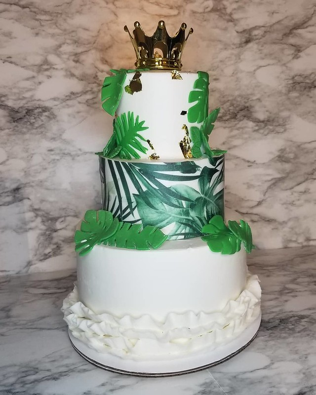 Cake by Sweet Riss Cakes