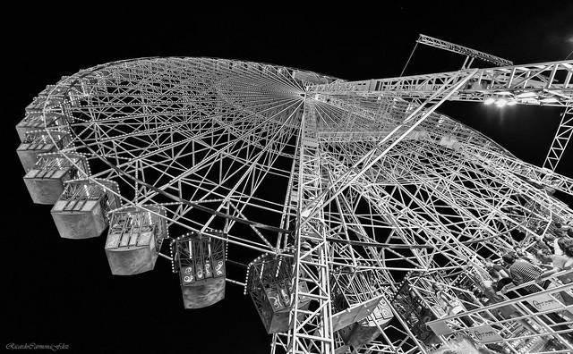 Giant Wheel in mOnOchrOme