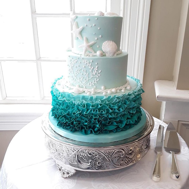 Cake from Celebration Cakes by Janice Strout