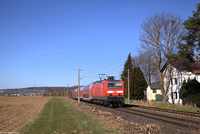 143 227 mit dem RE20 (RE15227) von Limburg(Lahn) nach Frankfurt(Main) bei Bad Camberg.
