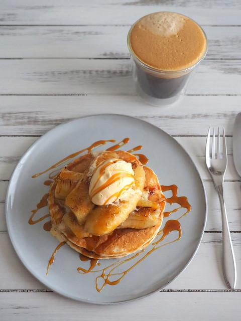 Caramel Pancakes with Fried Banana