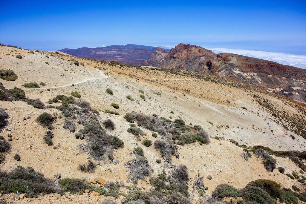 Piedra pómez en el sendero de Montaña Guajara