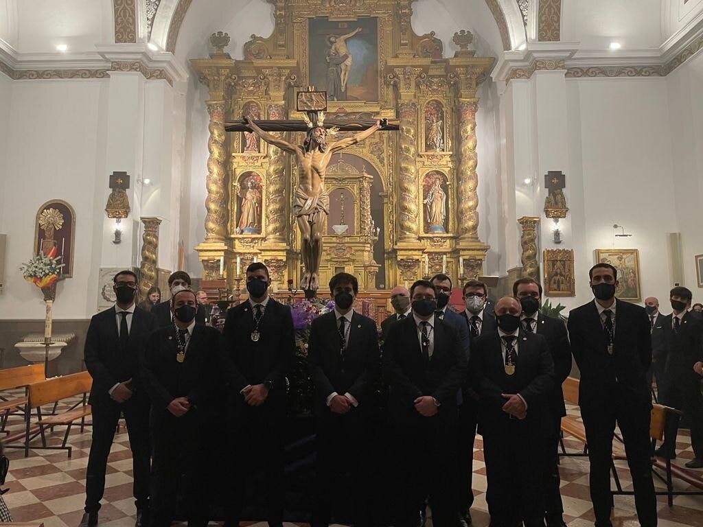 2021-04-02-ofrenda-hombres-trono-cristo
