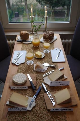 Käsefrühstück am Karfreitag (Tischbild)