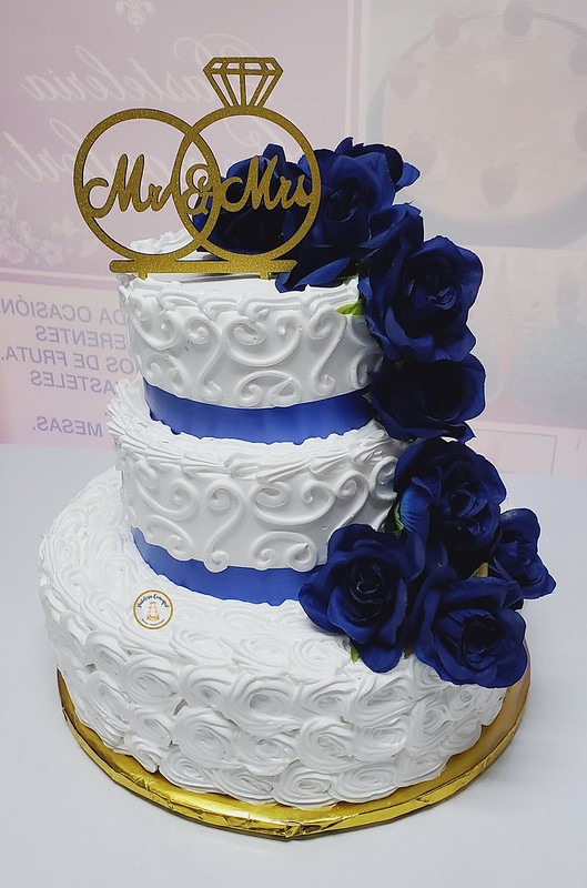 Cake by Pasteleria Comonfort