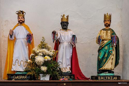 Los tres con la corona