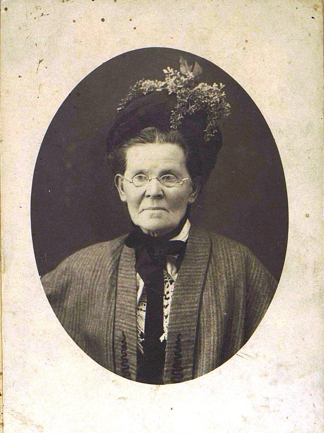 04. Казакевич (урожд. Шмелёва) Александра Петровна.  1913-1914 гг.