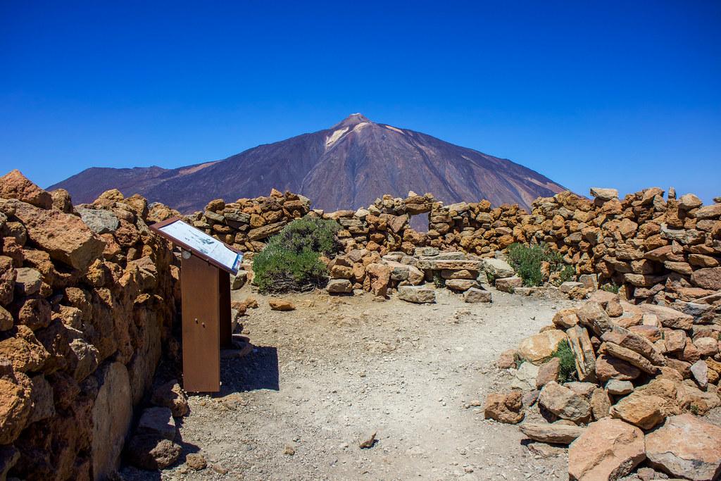 Restos del primer observatorio astronómico en Guajara