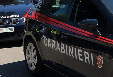 Scarica dall'auto materiale rubato in un deposito della stazione di Campagna. Arrestato