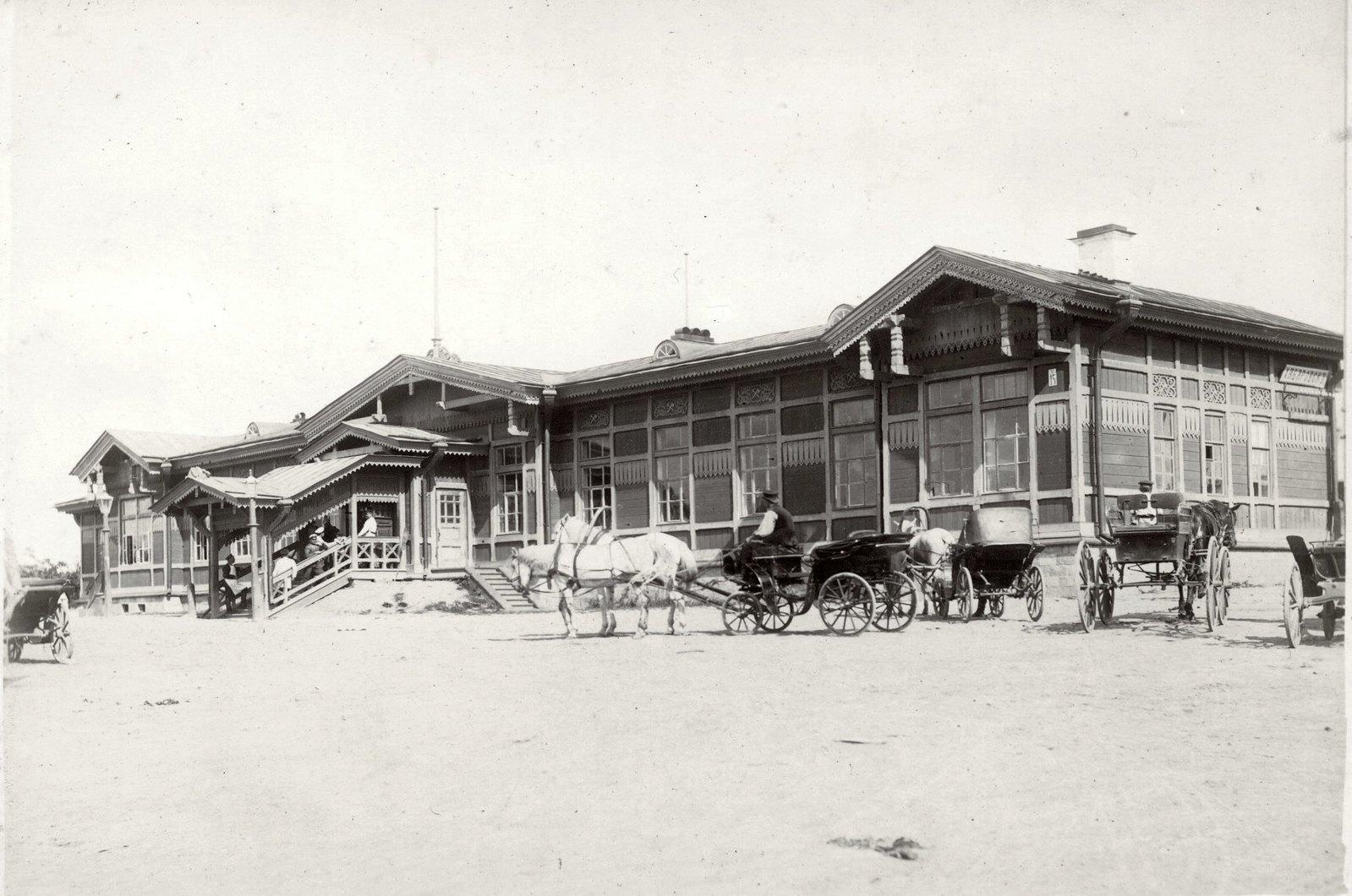 01. Железнодорожный вокзал в Хабаровске. Вид со стороны города. 1903