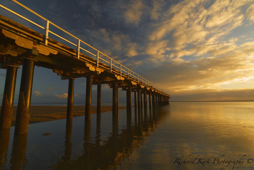 _20A6960 Morning sun reflection on Urangan Pier