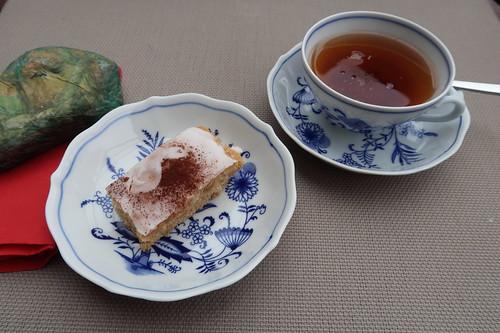 Blechkuchen mit Zuckerguß zum Darjeeling-Tee