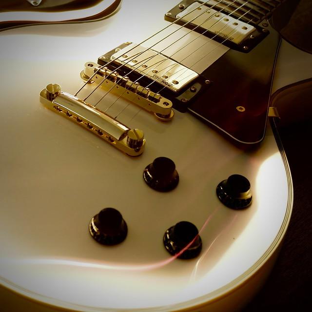 NX1000 Vintage Guitar
