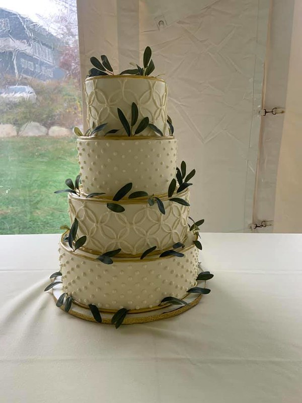 Cake by Cali's Sweet Creations