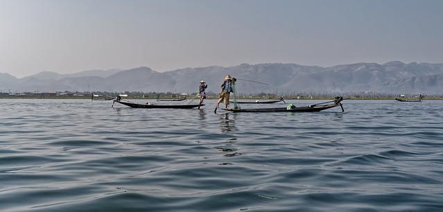 Pêcheurs Inthas sur le lac Inlé