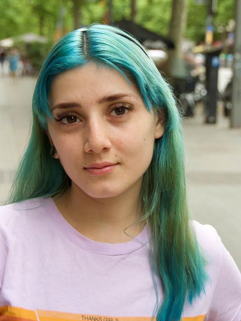 Allison, catalana, molt amable, va fer tot el que li vaig demanar per fotografiar-la. Captura: Avinguda del Paral.lel, Barcelona.
