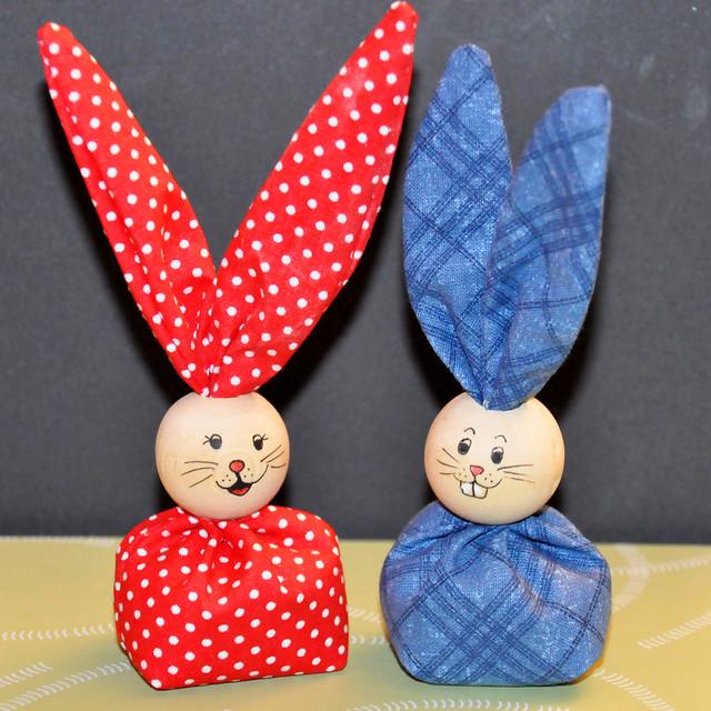 April 2021 ... Frohe Ostern mit zwei Osterhäschen ... Foto: Brigitte Stolle