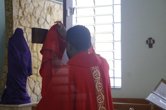 Celebração da Sexta-Feira da Paixão em nossas Paróquias