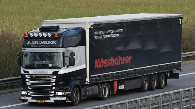 NL - J. Muskee >Kässbohrer< Scania R13 TL