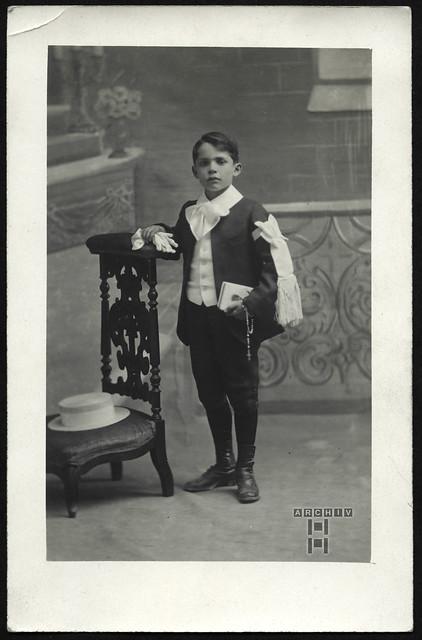 ArchivTappen23AAl2h288 Junge, Erstkommunion, Frankreich, 1920-1920er