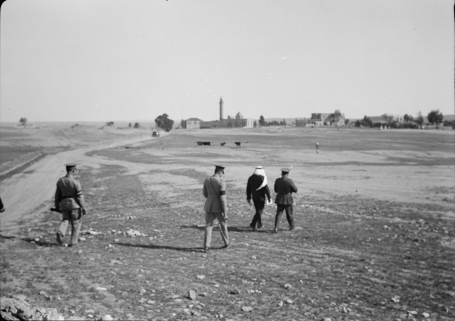 02. Группа посещает экспериментальное поле австралийской пшеницы