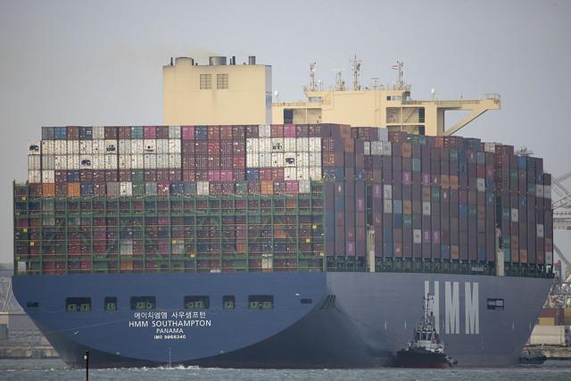 HMM SOUTHAMPTON  Container Ship - Nieuwe Waterweg - Hoek van Hollnd