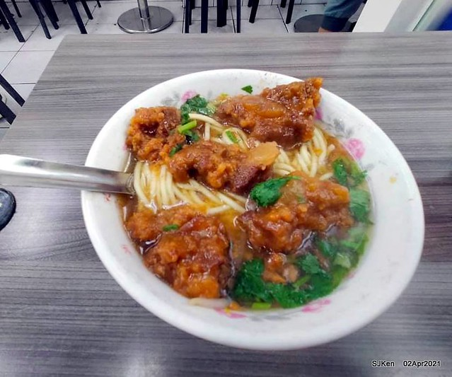 「艋舺夜市豐原清水排骨麵」(Pork Spare Ribs noodle) at Banka night market, Taipei, Taiwan, SJKen, Apr 2, 2021.