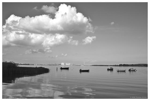 Sund, Boote, Wolken