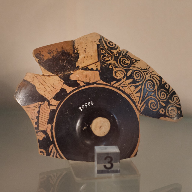 Athenian Red Figure kylix fragment with standing figures, from Chiusa Cima
