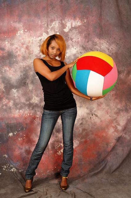 DSC_0094 Farhia Somali Lady with Beach Ball Beautiful Portrait Photo Shoot Shoreditch Studio London