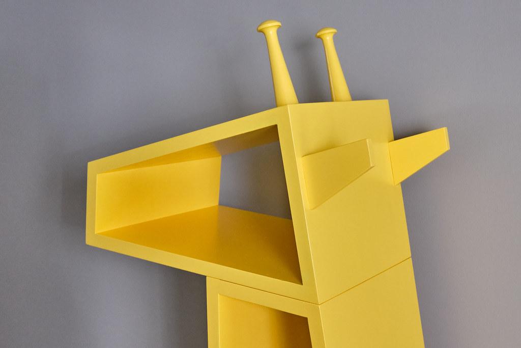 DIY Giraffe Bookcase