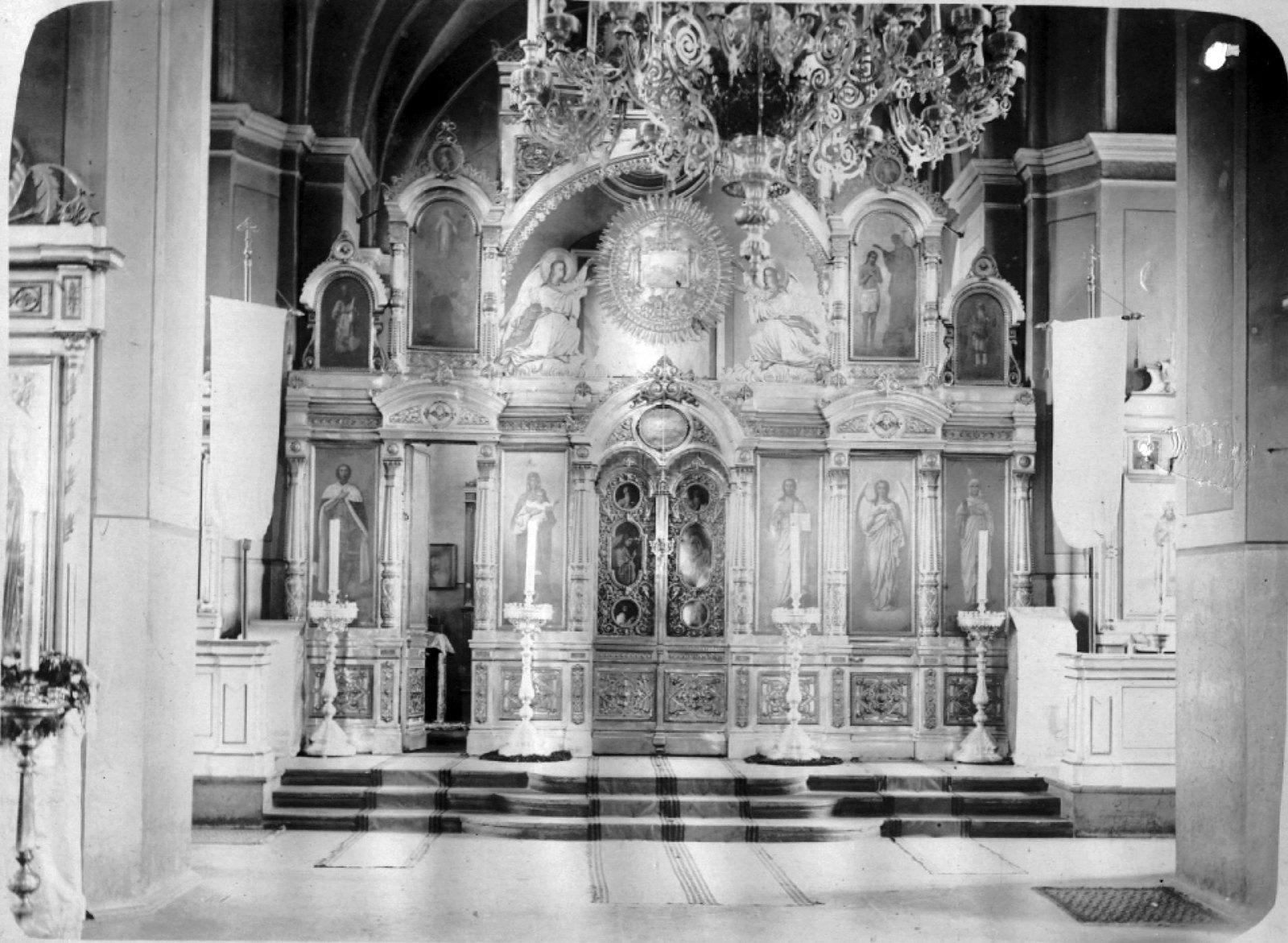 35. Внутренний вид Успенского собора