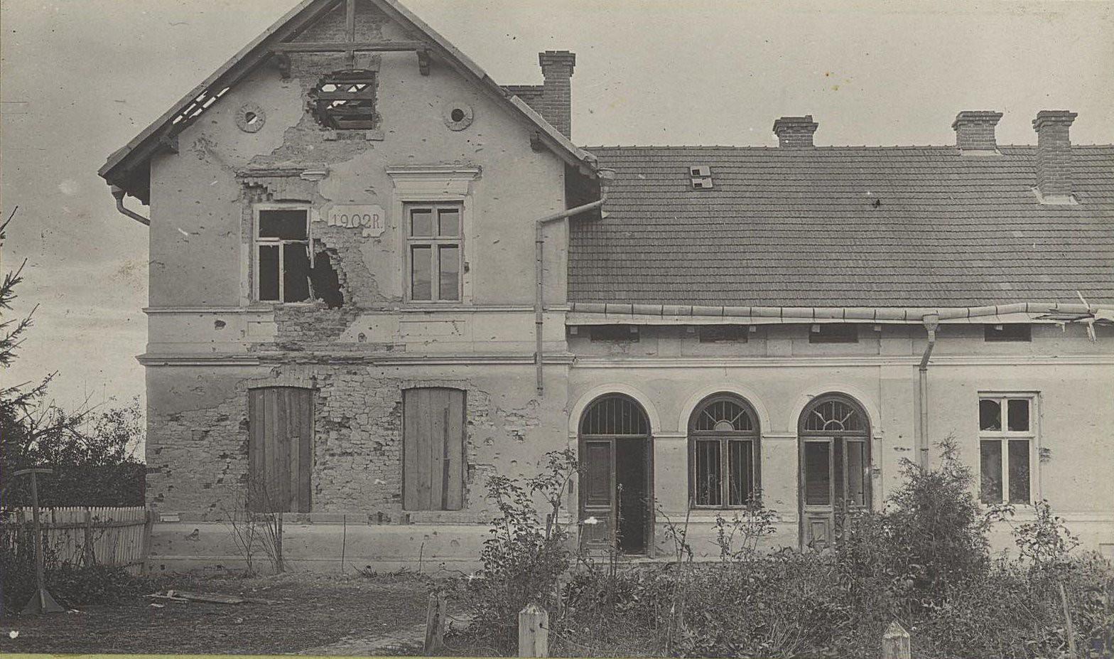 22. Костёл в сел. Быхава, пробитый снарядами австро-германской артиллерии