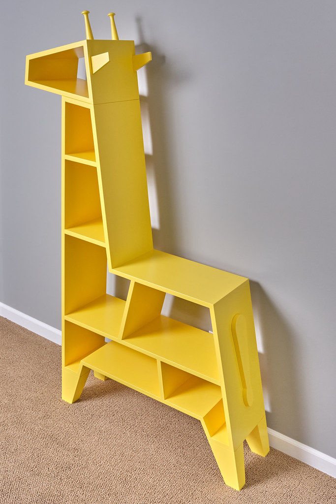 DIY Giraffe Bookcase