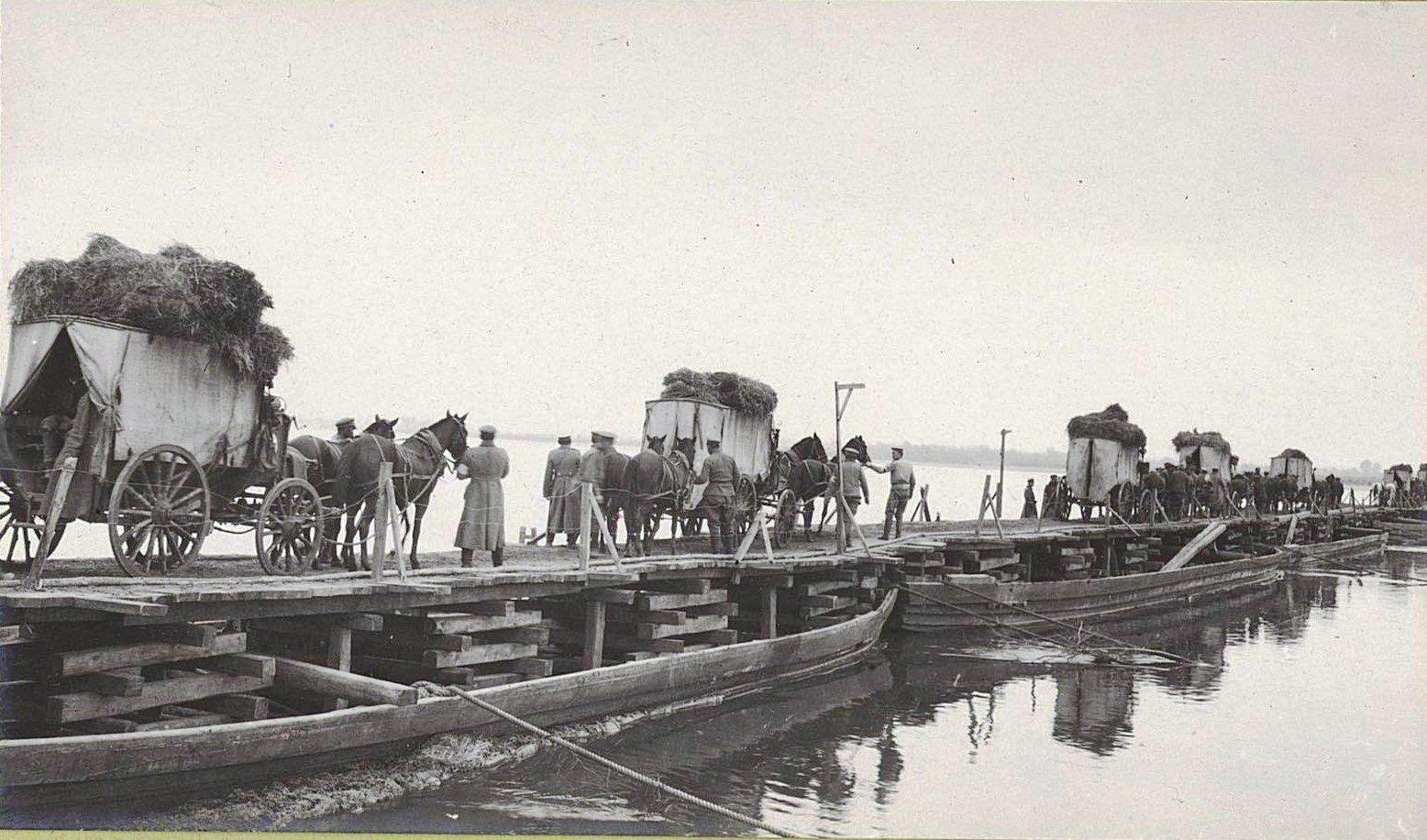 33. Понтонный мост через Вислу у деревни Павловице